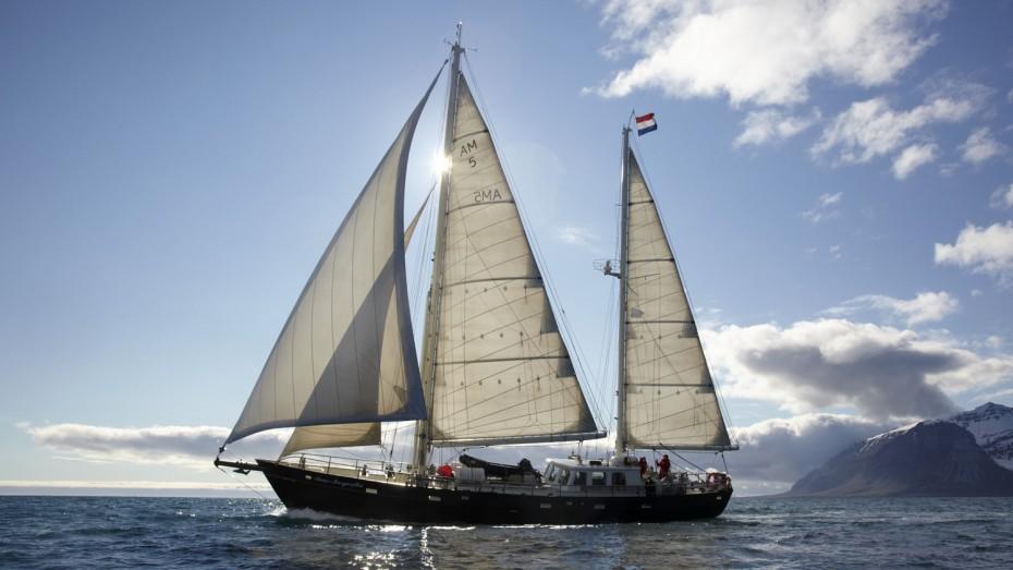 Anne-Margaretha sailing Spitsbergen